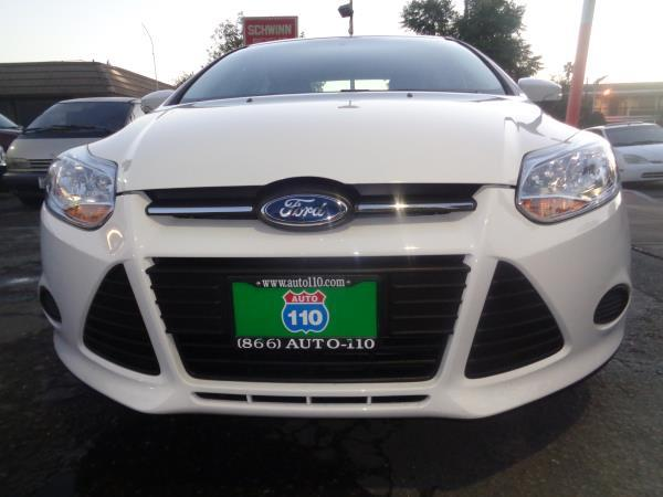 2014 FORD FOCUS whiteblack 6 speed automatic 19126 miles Stock 2233 VIN 1FADP3F22EL350510