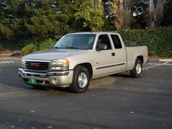2005 GMC SIERRA goldblack gray 5 speed automatic 104685 miles Stock 2471 VIN 1GTEC19T35Z259