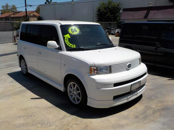 2006 SCION XB whiteblack 4 speed automatic air conditioneralarmamfm radioanti-lock brakesc
