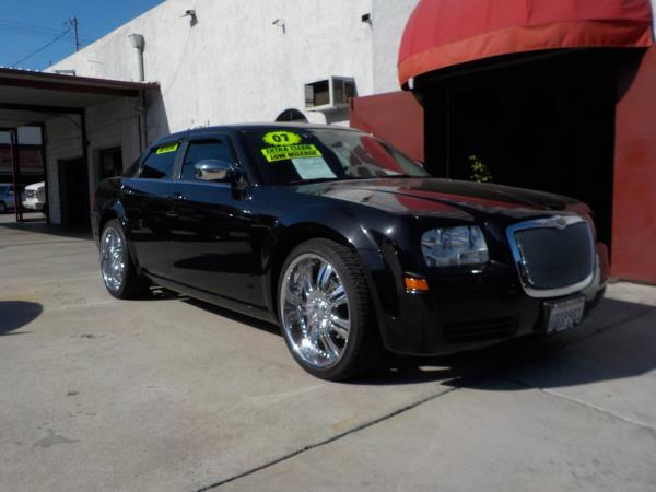 2007 CHRYSLER 300 blackgrey auto air conditioneralarmamfm radioanti-lock brakescd playerc