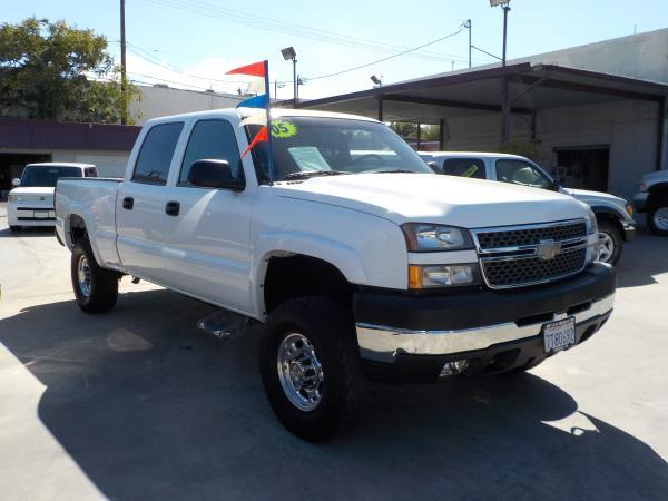 2005 CHEVROLET SILVERADO whitecharcole auto air conditioneralarmamfm radioanti-lock brakes