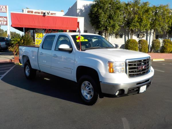 2007 GMC SIERRA 2500HD CREW CAB 4WD whiteblack auto air conditioneralarmamfm radioanti-lock