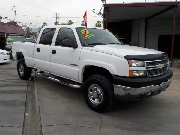 2005 CHEVROLET SILVERADO 2500HD CREW whitecharcole auto air conditioneralarmamfm radioanti-