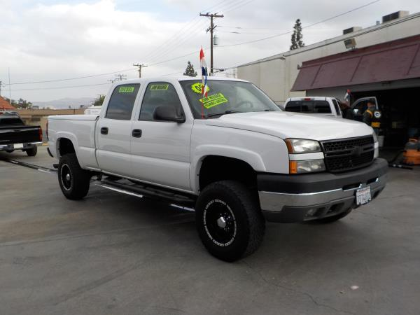 2005 CHEVROLET SILVERADO 2500 HD CREW whitecharcole auto air conditioneralarmamfm radioanti