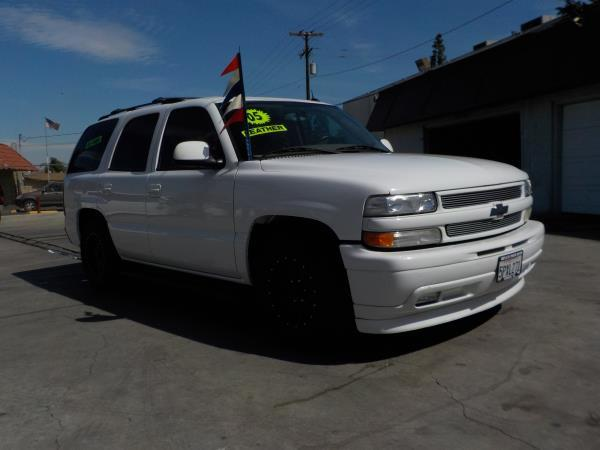 2005 CHEVROLET TAHOE LT whitetan auto air conditioneralarmamfm radioanti-lock brakescd cha