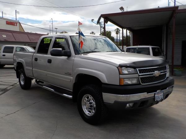 2005 CHEVROLET SILVERADO 2500HD CREW 4WD silverbirchgrey auto air conditioneralarmamfm radio
