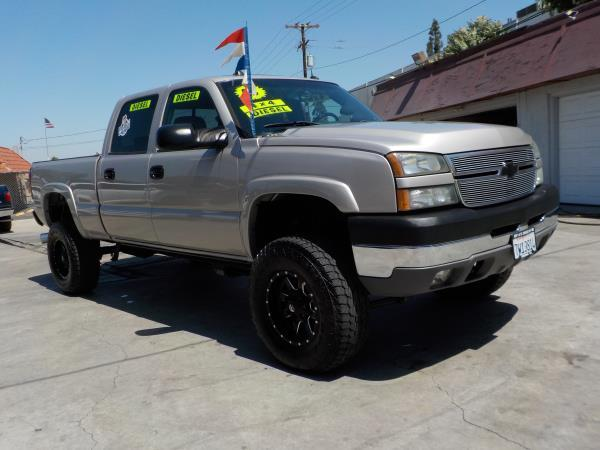 2005 CHEVROLET SILVERADO 2500HD CREW silverbirchcharcole auto air conditioneralarmamfm radio
