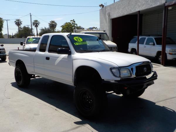2002 TOYOTA TACOMA XTRA CAB whitetan 5 speed air conditioneralarmamfm radioanti-lock brakes