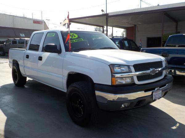 2005 CHEVROLET SILVERADO 1500 CREW whitecharcole automatic air conditioneralarmamfm radioan