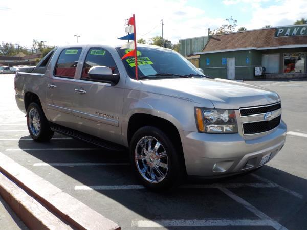 2007 CHEVROLET AVALANCHE silver birchgrey cloth automatic air conditioneralarmamfm radioant