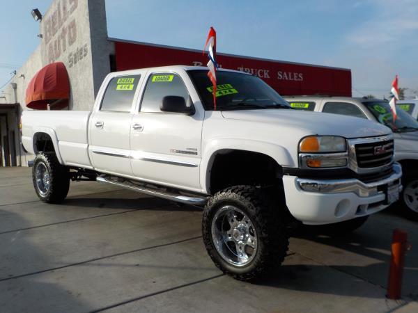 2005 GMC SIERRA 2500HD CREW whitetan  automatic air conditioneralarmamfm radioanti-lock bra