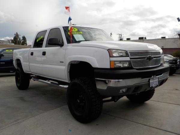 2005 CHEVROLET SILVERADO 2500HD CREW whitecharcole automatic air conditioneralarmamfm radio