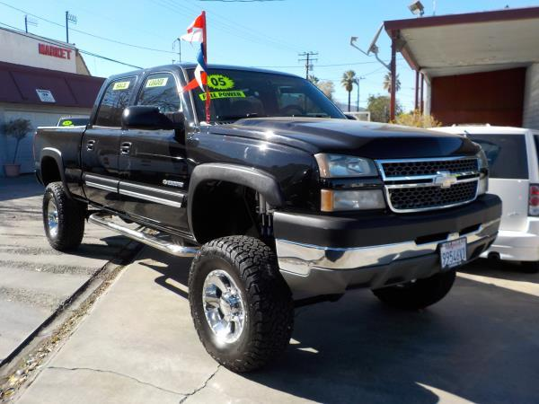 2005 CHEVROLET SILVERADO 2500HD CREW blackcharcole automatic air conditioneralarmamfm radio