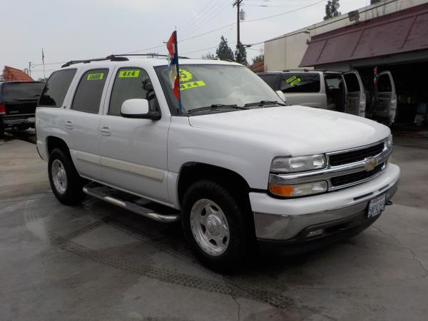 2005 CHEVROLET TAHOE 4WD whitetan automatic air conditioneralarmamfm radioanti-lock brakes