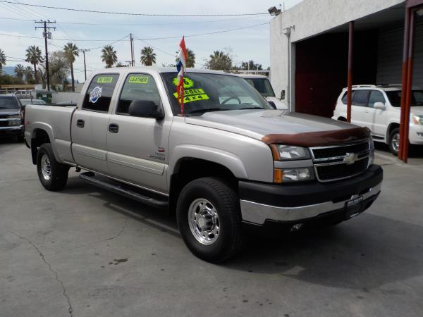 2006 CHEVROLET SILVERADO 2500HD CREW 4WD silverbirchcharcole automatic air conditioneralarmam
