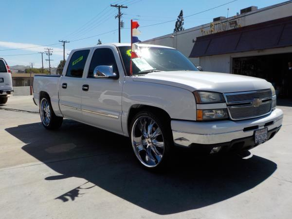 2006 CHEVROLET SILVERADO 1500 CREW whitecharcole automatic air conditioneralarmamfm radioan
