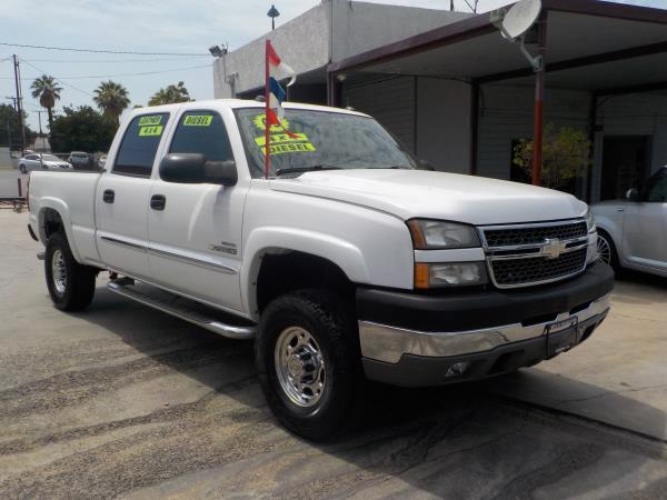 2005 CHEVROLET SILVERADO 2500HD CREW whitegrey automatic air conditioneralarmamfm radioanti
