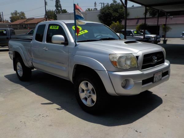2006 TOYOTA TACOMA silvergrey automatic air conditioneramfm radioanti-lock brakescd player