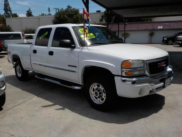 2004 GMC SIERRA 2500 CREW 4WD whitecharcole automatic air conditioneralarmamfm radioanti-lo