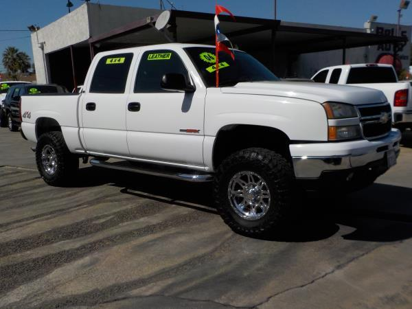 2006 CHEVROLET SILVERADO 1500 CREW 4WD whitecharcole automatic air conditioneralarmamfm radi