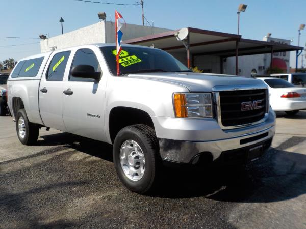 2010 GMC SIERRA 2500HD CREW 4WD silverblack automatic air conditioneramfm radioanti-lock bra