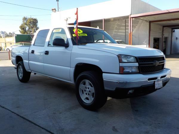 2006 CHEVROLET SILVERADO 1500 CREW whitetan auto air conditioneralarmamfm radioanti-lock br