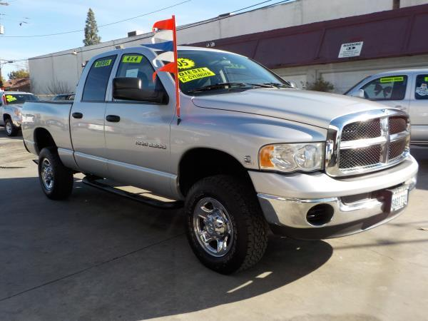 2005 DODGE RAM 2500 QUAD CAB silvercharcole automatic air conditioneralarmamfm radioanti-lo
