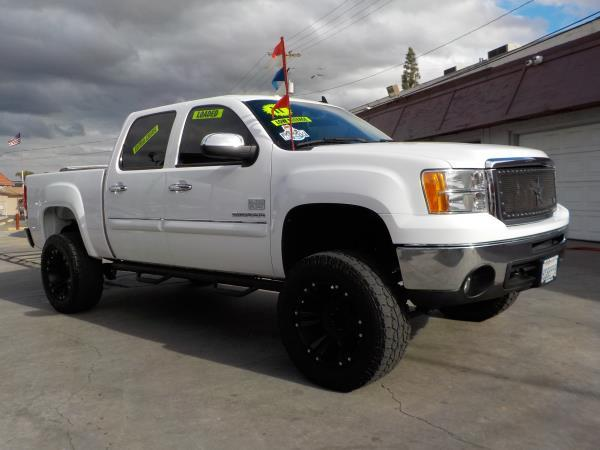 2011 GMC SIERRA 1500 CREW whiteblack automatic air conditioneralarmamfm radioanti-lock brak