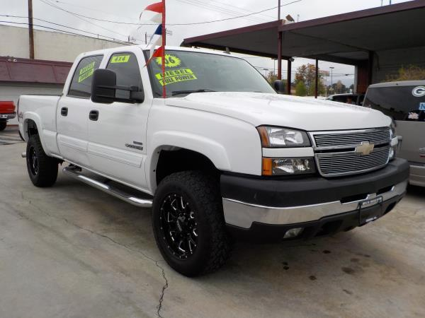 2006 CHEVROLET SILVERADO 2500HD CREW whitegrey auto air conditioneralarmamfm radioanti-lock
