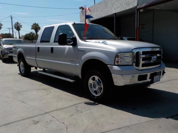 FORD F-250 CREW CAB LONG BED LARIAT