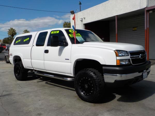 2007 CHEVROLET SILVERADO CLASSIC whitetan clth automatic air conditioneralarmamfm radioanti