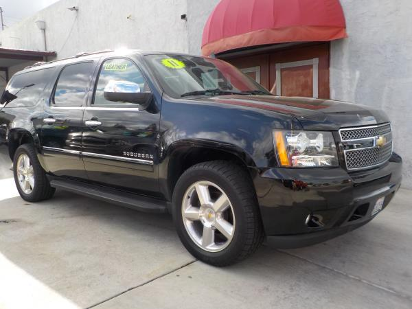 2011 CHEVROLET SUBURBAN blackblack automatic air conditioneralarmamfm radioanti-lock brakes