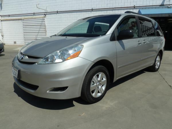 TOYOTA SIENNA LE  C H AUTO