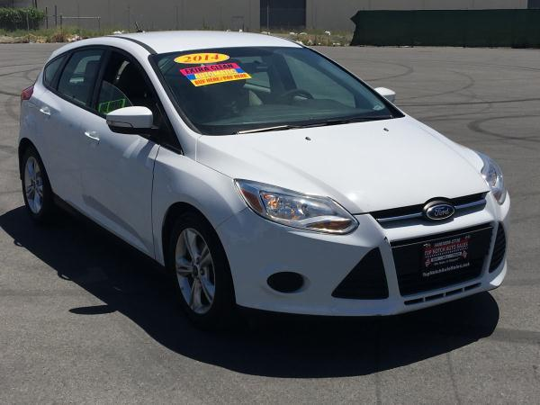 2014 FORD FOCUS whitegray automatic air conditioneralarmamfm radioanti-lock brakescd playe