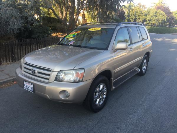 2005 TOYOTA HIGHLANDER champagnebeige automatic air conditioneralarmamfm radioanti-lock bra