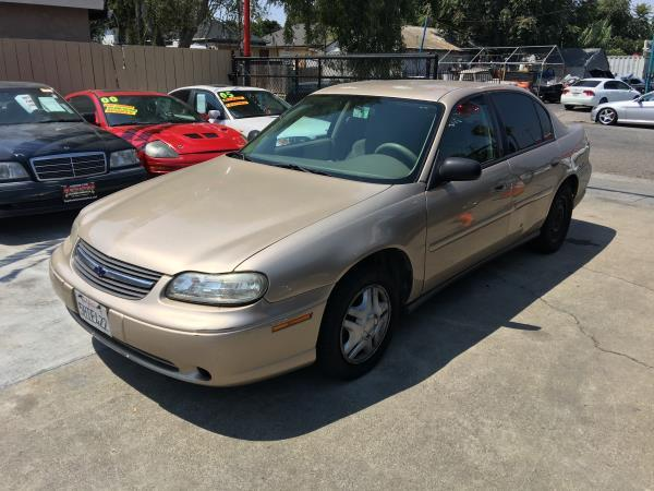 2005 CHEVROLET CLASSIC goldtan automatic air conditioneramfm radioanti-lock brakescd player