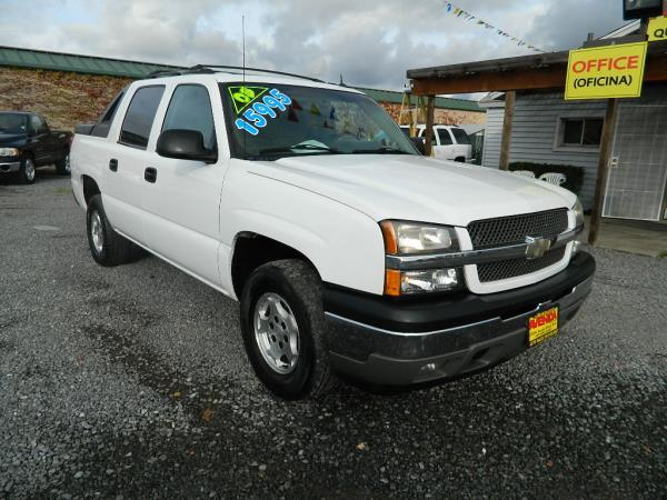 2005 CHEVROLET AVALANCHE whiteblack automatic abs 4-wheelsair conditioneralloy wheelsamfm