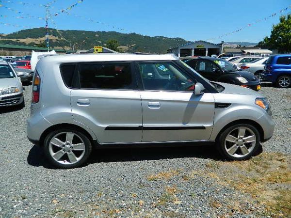 2010 KIA SOUL silver 5 speed automatic 92243 miles Stock 902A VIN KNDJT2A26A7048652