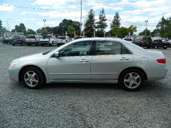 2005 HONDA ACCORD silver 5 speed automatic 116888 miles Stock 929 VIN JHMCN36425C007952