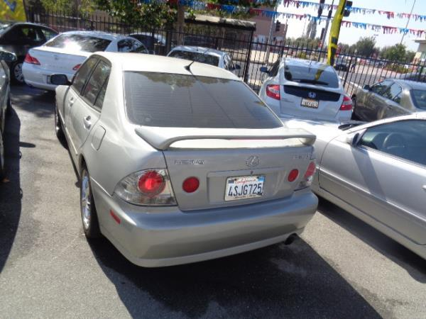 LEXUS IS 300 BASE
