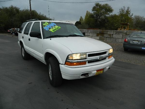 2003 CHEVROLET BLAZER whiteblack auto 106671 miles Stock 1026 VIN 1GNDT13X83K133564