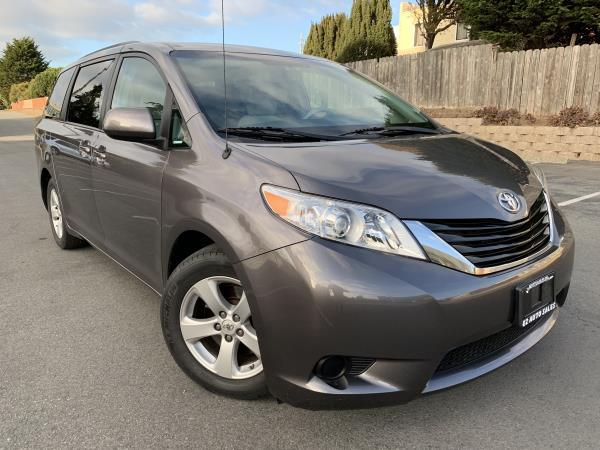 TOYOTA SIENNA LE