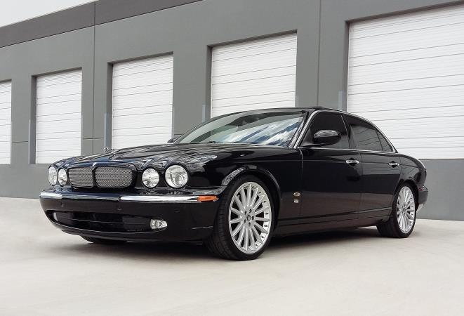 JAGUAR XJ-SERIES XJR