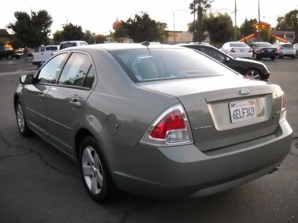 2004 ford fusion sedan