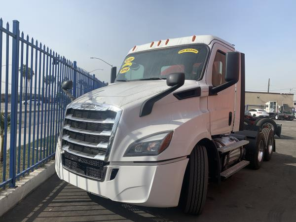 FREIGHTLINER CASCADIA 116 DAY CAB